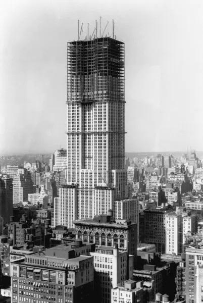 L'Empire State Building in costruzione